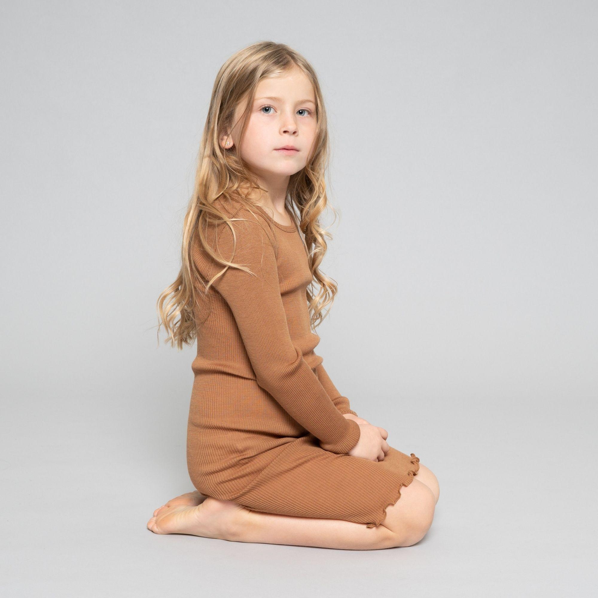 robe-manches-longues-enfant-pure-laine-merinos-minimalisma-maison-de-mamoulia-ada-caramel---