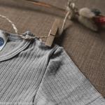 t-shirt-thermoregulateur-cosilana-laine-soie-coton-bio-bebe-enfant-maison-de-mamoulia-gris-manches-courtes