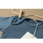 Nebel-minimalisma- Steel Blue - body-bebe-coton-bio-maison-de-mamoulia-bleu-ciel