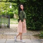 jupe-femme-pur-lin-lave-simplygrey-maison-de-mamoulia-poudre-beige-chemise-verte-fonce