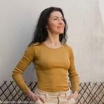 minimalisma-gerda -Golden Leaf- tshirt-top-femme-manches-longues-soie-coton-maison-de-mamoulia-jaune-moutarde-
