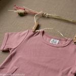tshirt-kangaroo-ajustable-evolutif-manymonths-babyidea-coton-chanvre-maison-de-mamoulia-manches-courtes-mauve-glow-rose--