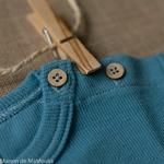 tshirt-kangaroo-ajustable-evolutif-manymonths-babyidea-coton-chanvre-maison-de-mamoulia-manches-courtes-milky-blue-