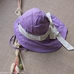 chapeau-de-soleil-bebe-enfant-ajustable-evolutif-manymonths-babyidea-coton-chanvre-maison-de-mamoulia-avec-noeud-ruban-violet--