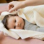 couverture-bebe-enfant-pure-laine-merinos-bio-tricotee-disana-maison-de-mamoulia-honeycomb-nid-abeille-ecru-naturel