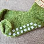 782-chaussettes-pure-laine-ecologique-hirsch-natur-bebe-enfant-maison-de-mamoulia-antiderapantes-vert