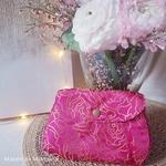 mam-ecofit-pochette-impermeable-pour-serviette-hygiénique-lavable-rose-scandinavian-roses-maison-de-mamoulia