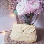 mam-ecofit-pochette-impermeable-pour-serviette-hygiénique-lavable-doré-golden-blossom-maison-de-mamoulia