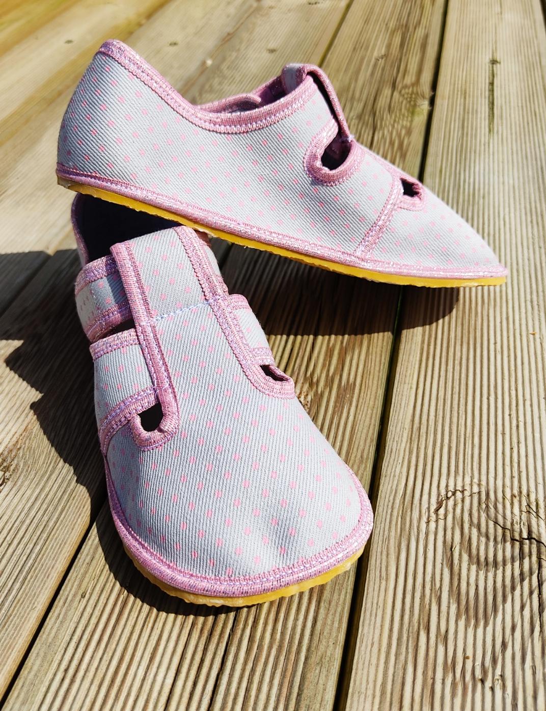 chaussons anatomic gris à pois rose sur la boutique liberty pieds (12)