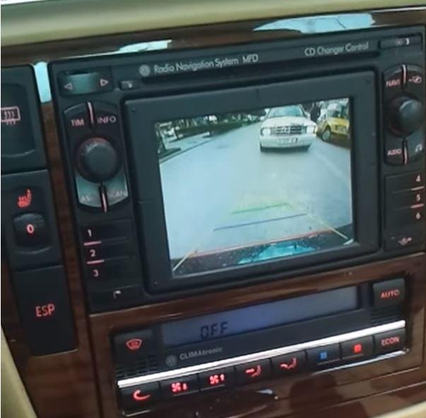 Boitier vidéo avec une entrée caméra de recul Audi A4, Audi A6 RNS-D et Volkswagen MFD1