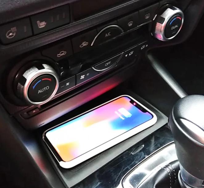 Chargeur à induction 10W iPhone, Xiaomi, Huawei et Samsung pour Mazda 3 de 2014 à 2018