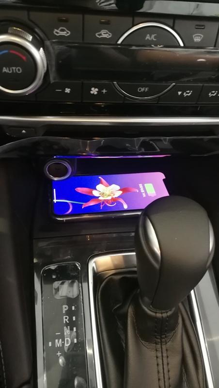 Chargeur à induction 10W iPhone, Xiaomi, Huawei et Samsung pour Mazda 6 de 2015 à 2017