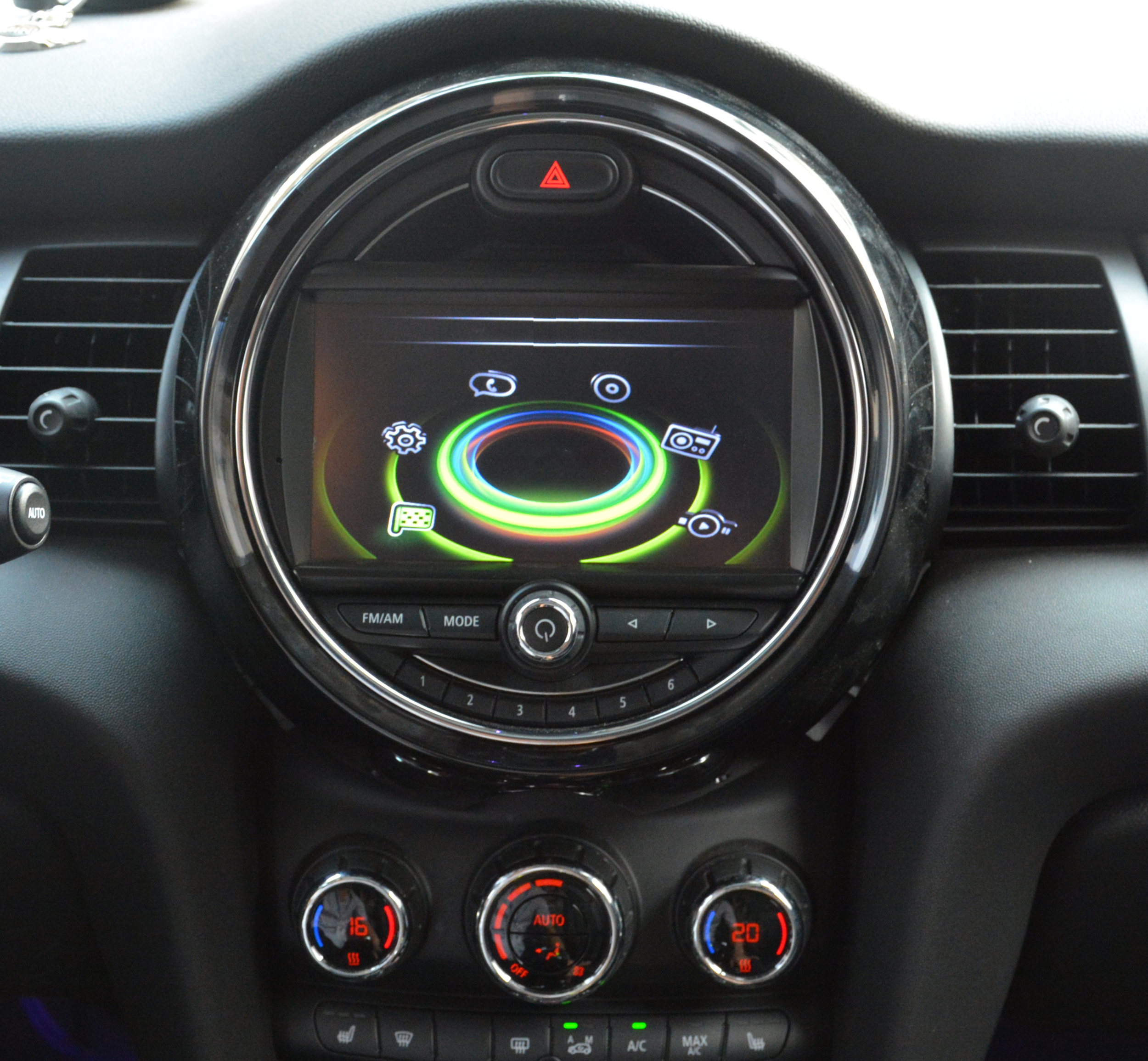 autoradio tactile 7 dvd gps mini cooper countryman clubman depuis 2014 hightech privee. Black Bedroom Furniture Sets. Home Design Ideas