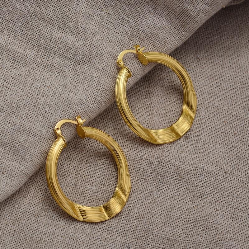 Boucles d\'oreilles tube ovale torsadées