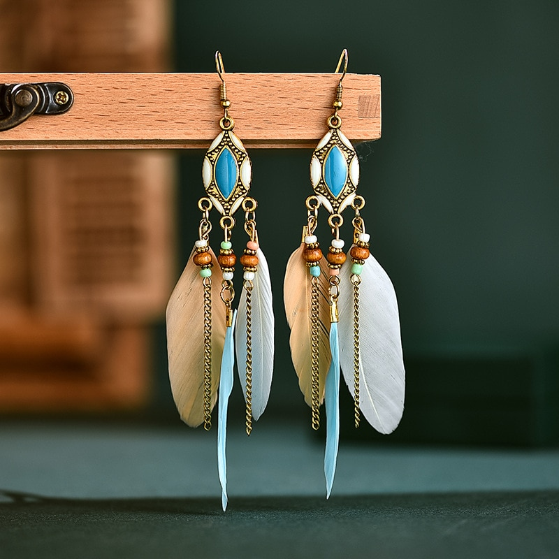 Boucles d\'oreilles pendantes en plumes et chaînes à crochet
