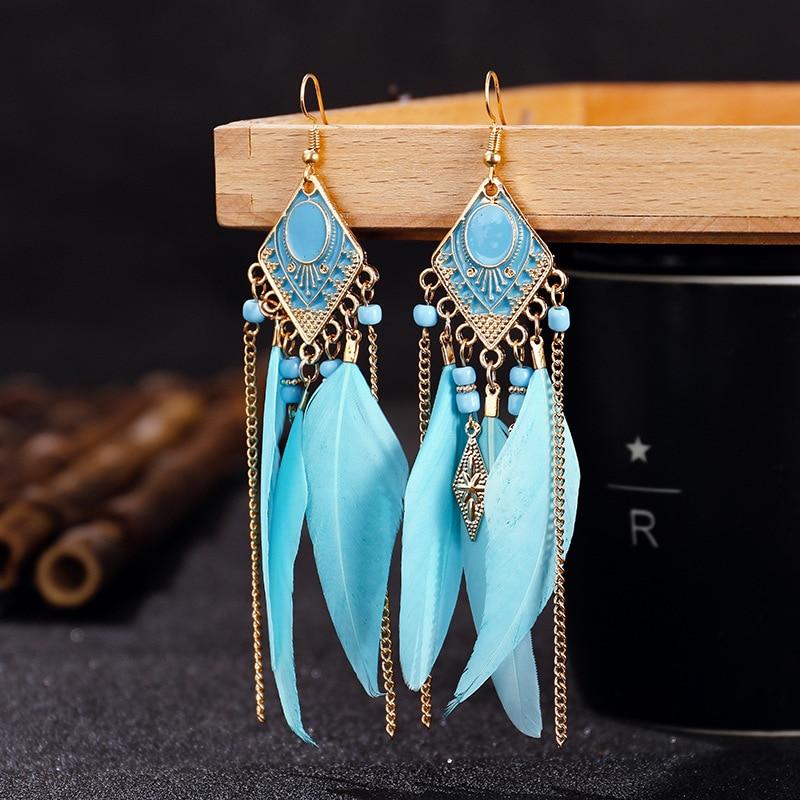 Boucles d\'oreilles pendantes en plumes et chaînes