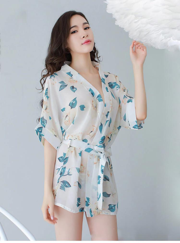 Kimono blanc florale