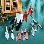 Boucles doreilles dété plumes