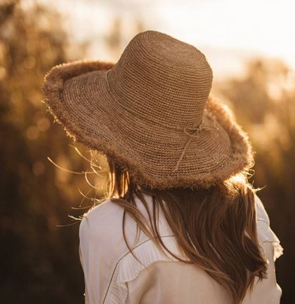 Chapeau en crochet bord long à franges