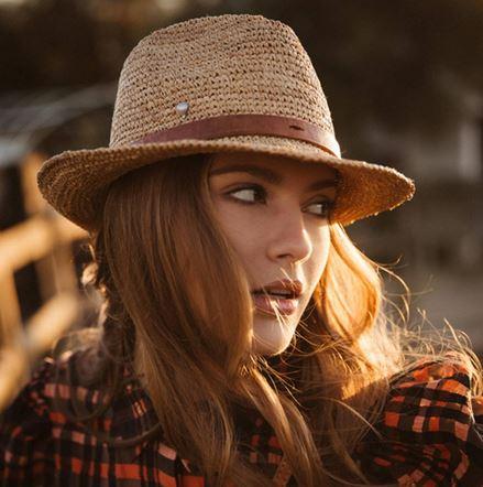 Chapeau en crochet lanière en cuir bord court - SALINO