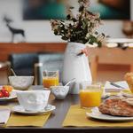 fête des mères petit déjeuner tasse à café délicieux vase détendu(1)