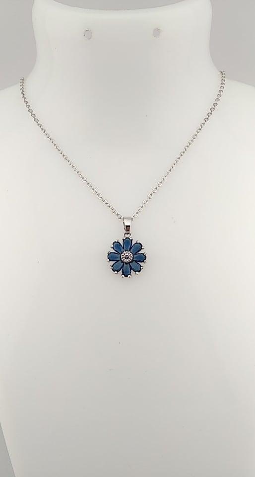 La fleur bleu foncé