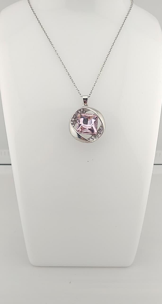 Collier pendentif rose clair