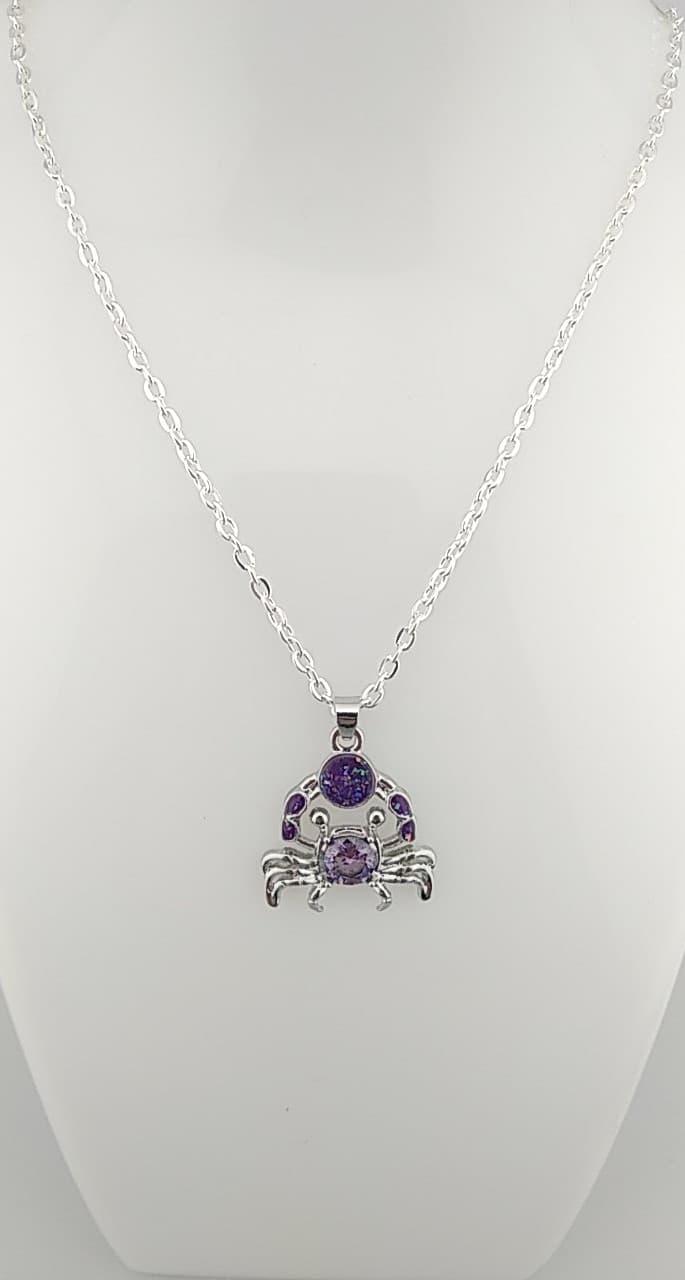 collier pendentifs crabe