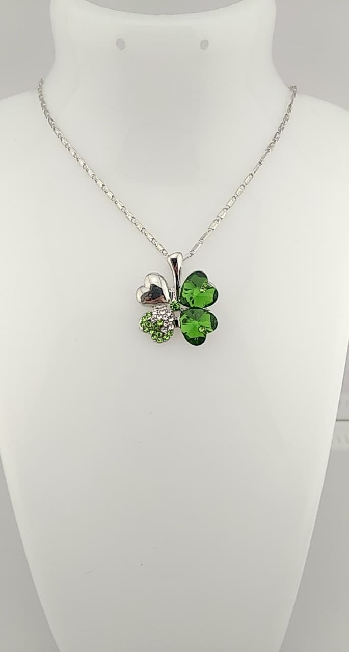Collier pendentif trèfles vert
