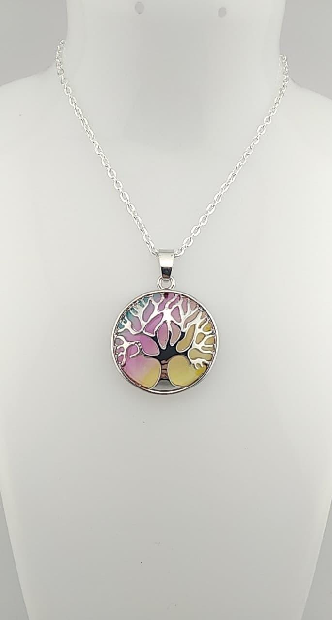collier pendentif arbre de vie arc en ciel