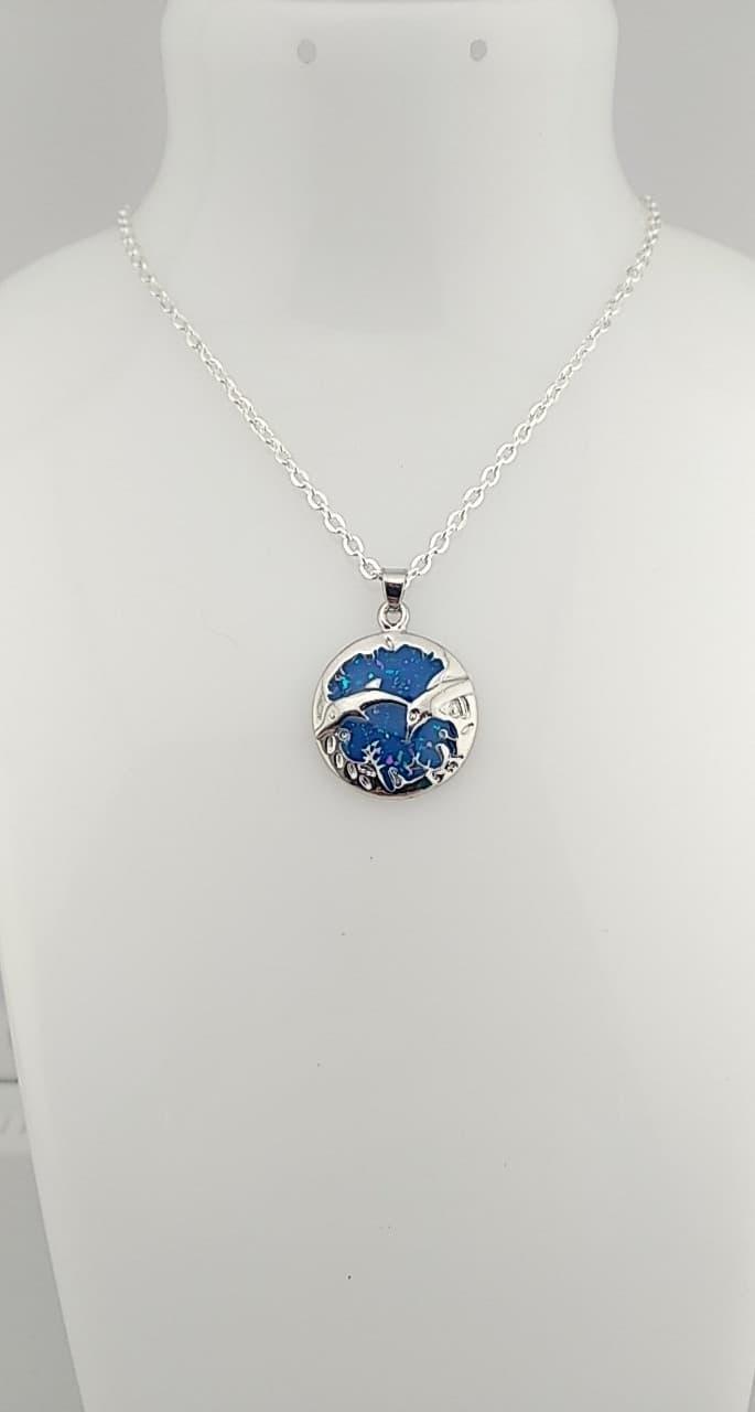 collier pendentif dauphins