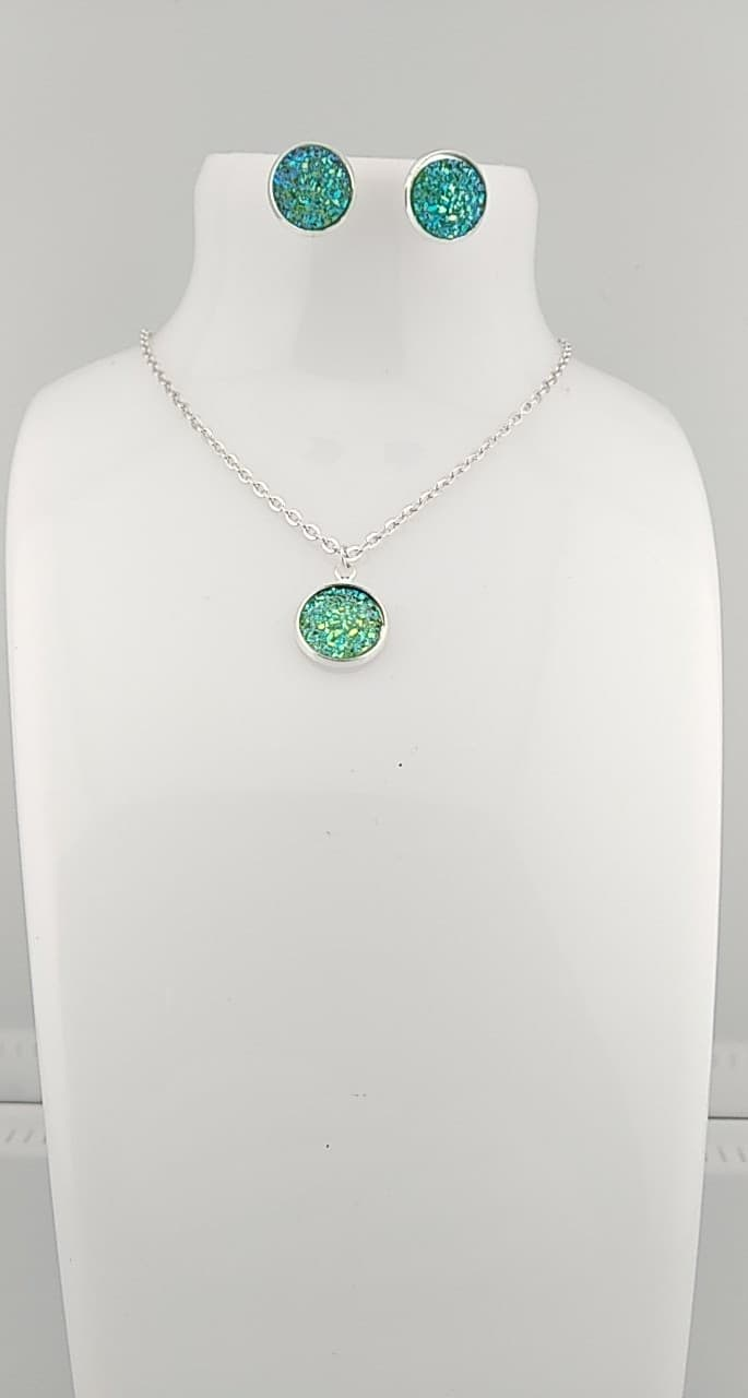 collier cabochon vert brillant