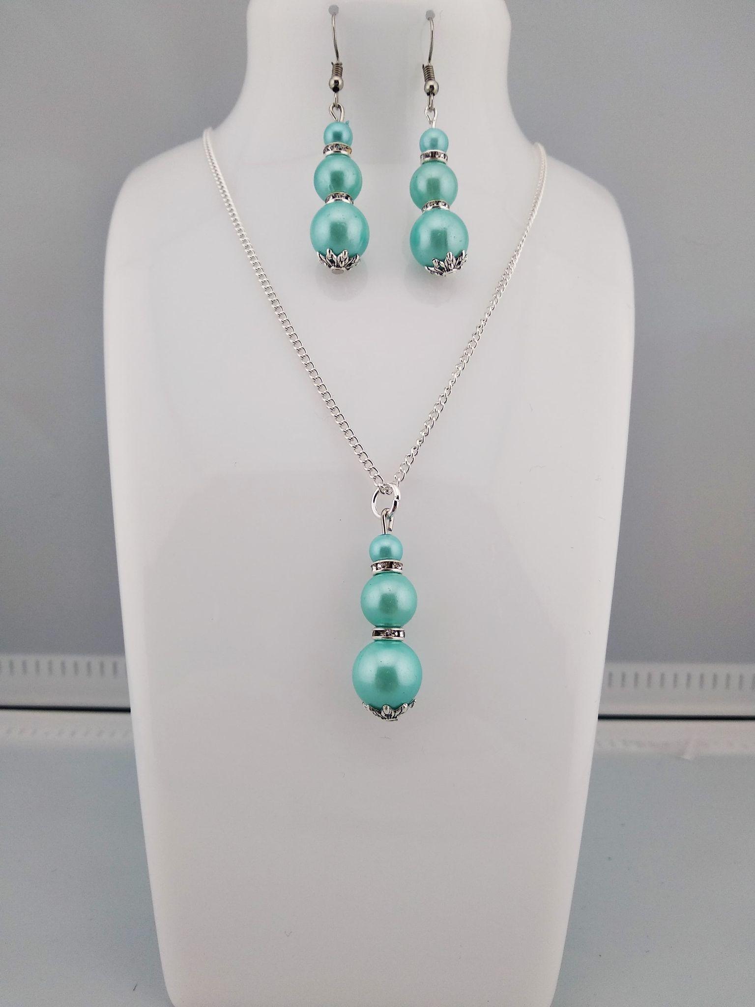 Collier perles bleu clair