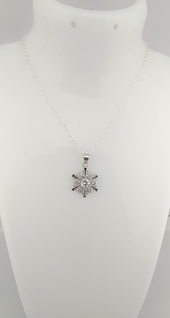 Colliers pendentif fleur