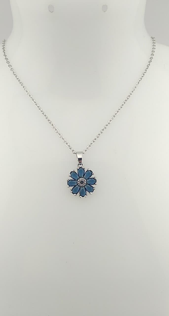 Pendentif fleur bleu nuit