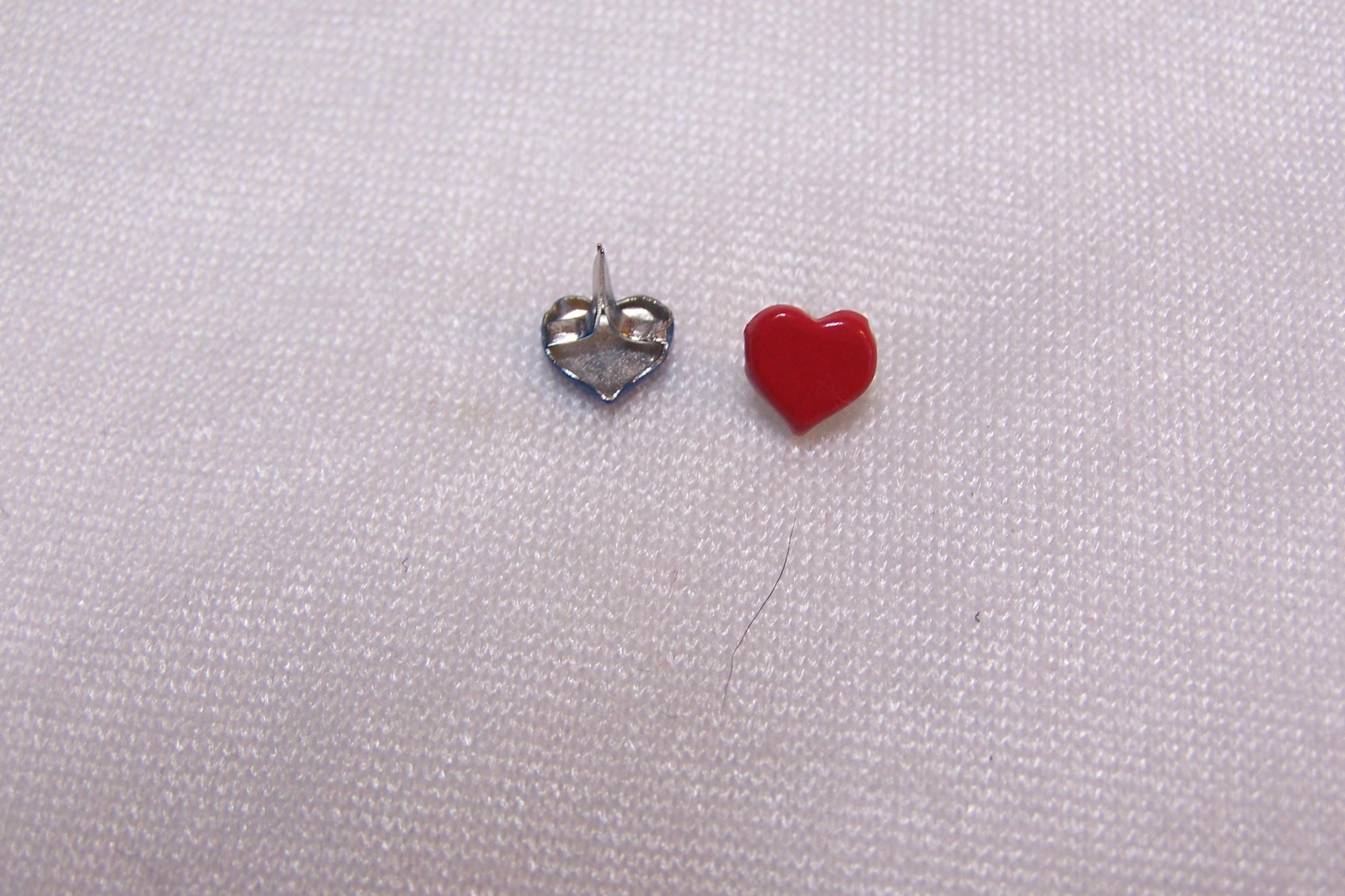Clou en forme de coeur, rouge