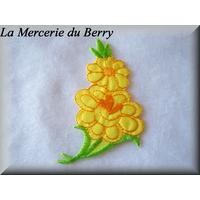 Ecusson fleur jaune