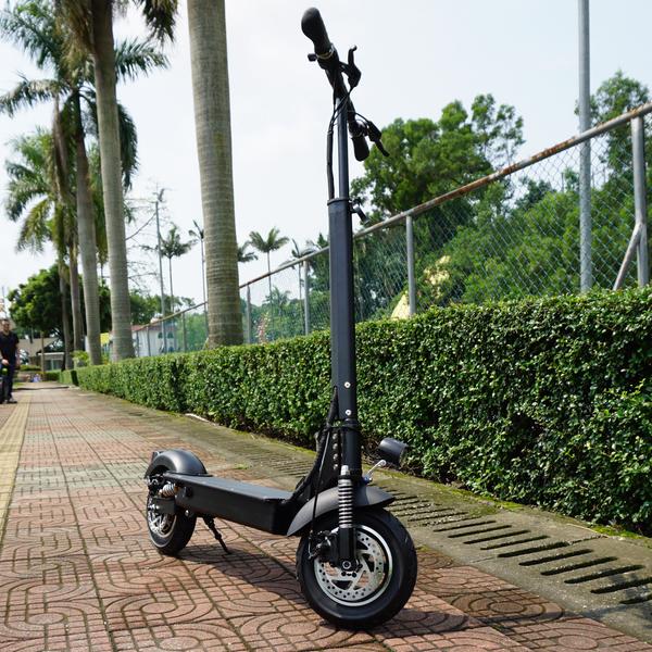 trotitnette electrique Kingsong N1B en pied