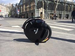 roue-electrique-inmotion-v10-rue-paris