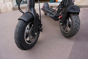 comparer l trottinette grosse roue gonflable en 10 pouce mobilityurban. Black Bedroom Furniture Sets. Home Design Ideas