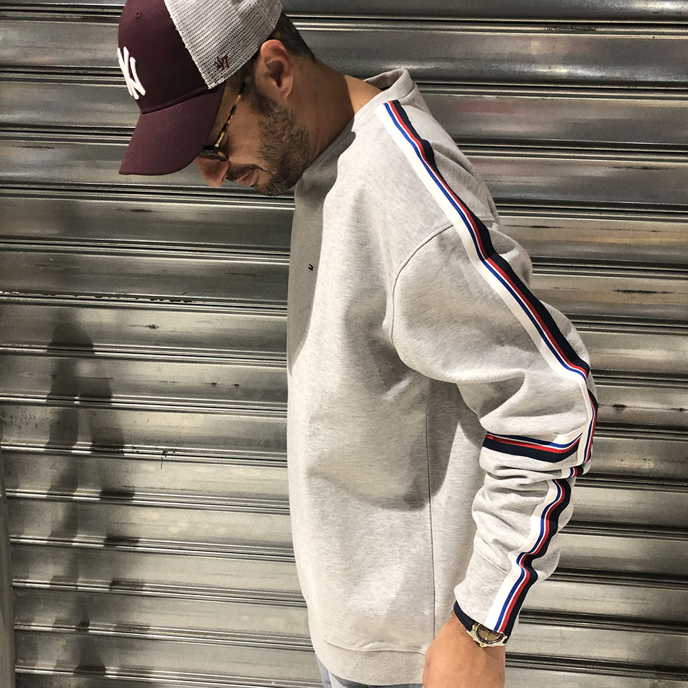 sweat-racing-gris-bandes-tommy-jeans-2