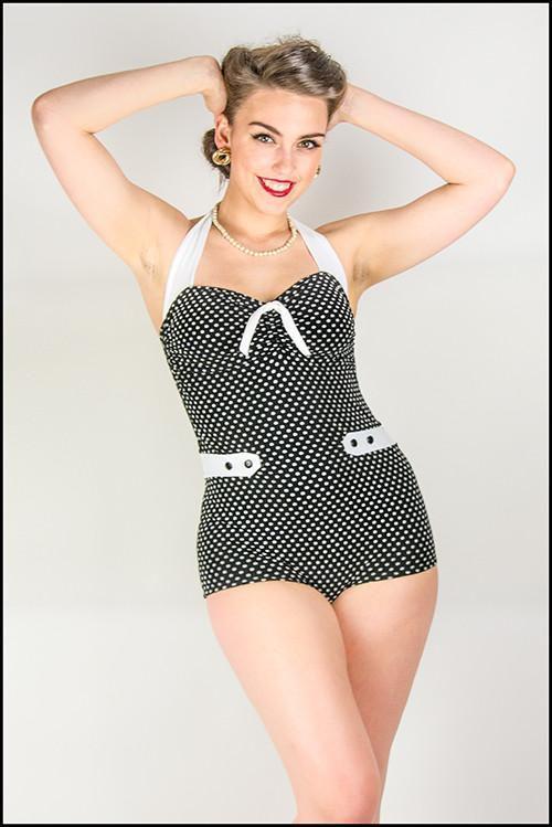 sls001bw_maillot-de-bain-1-piece-rockabilly-pin-up-50-s-luna-noir-blanc
