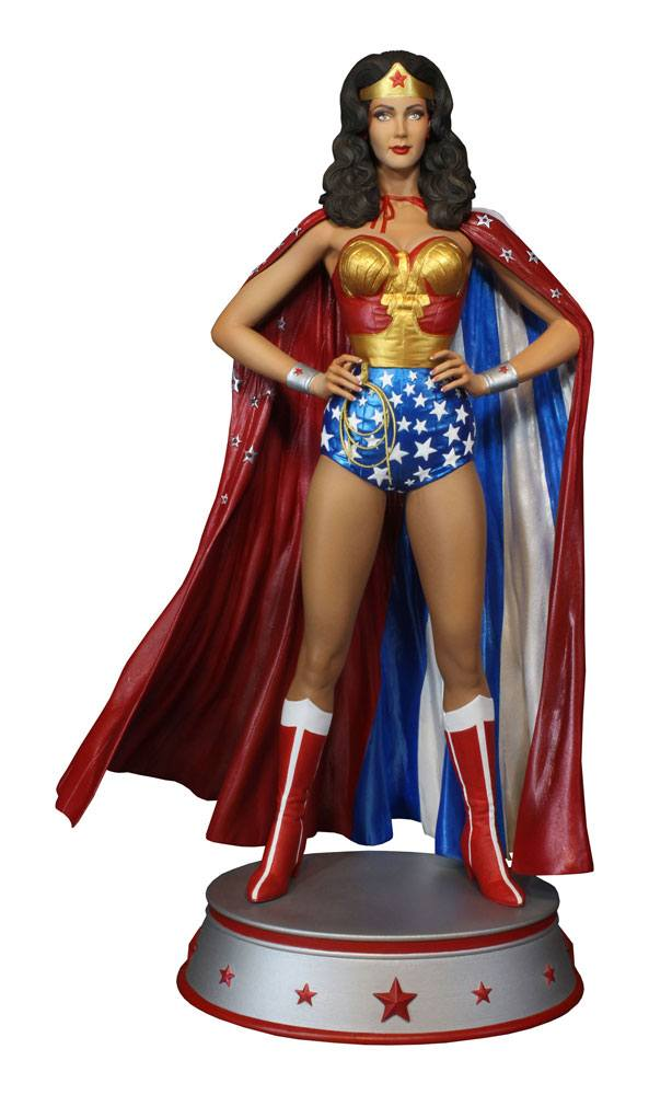 Statuette DC Comics Wonder Woman Cape Variant 33cm 1001 Figurines