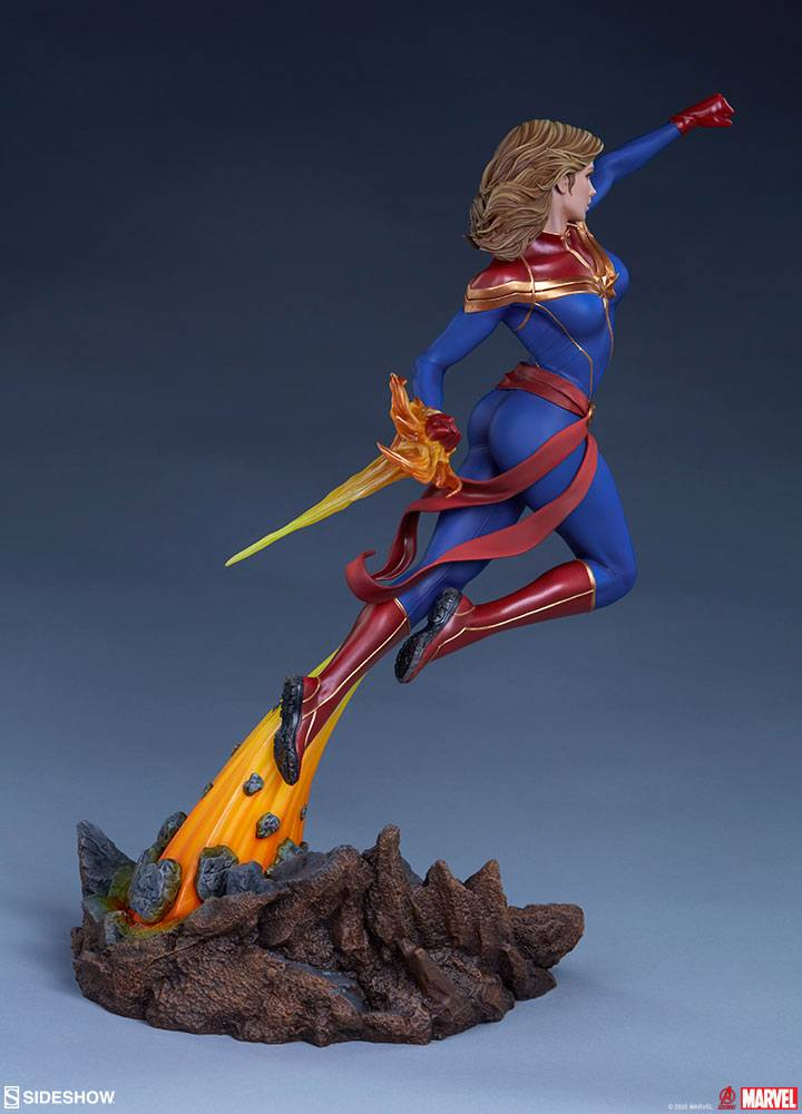 Statuette Avengers Assemble Captain Marvel 41cm 1001 Figurines (10)