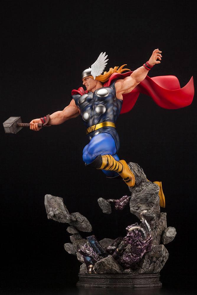Statuette Marvel Avengers Fine Art Thor 44cm 1001 Figurines (4)