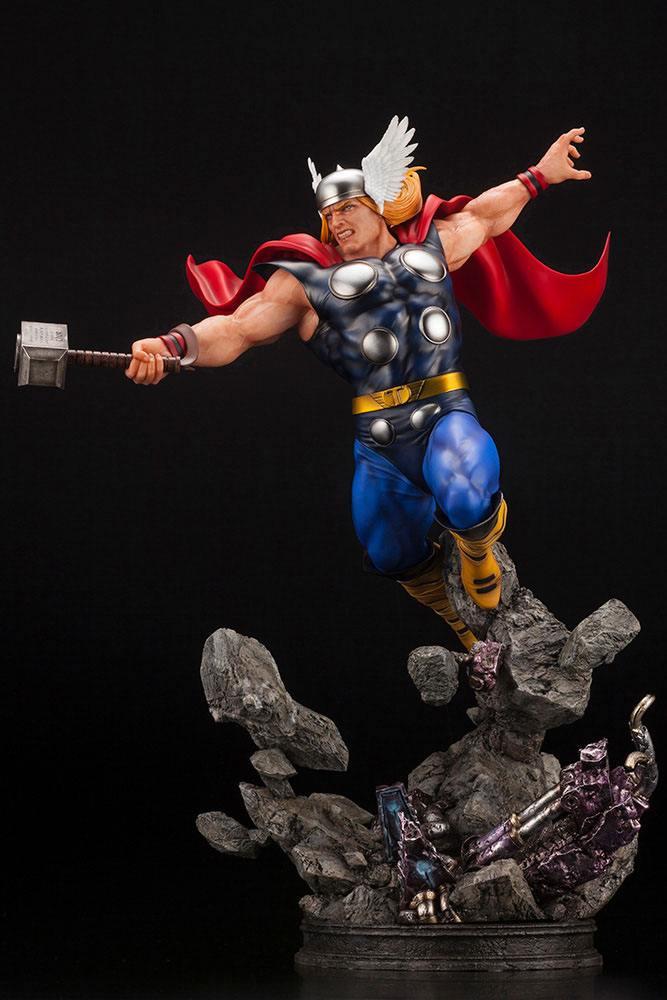 Statuette Marvel Avengers Fine Art Thor 44cm 1001 Figurines (3)