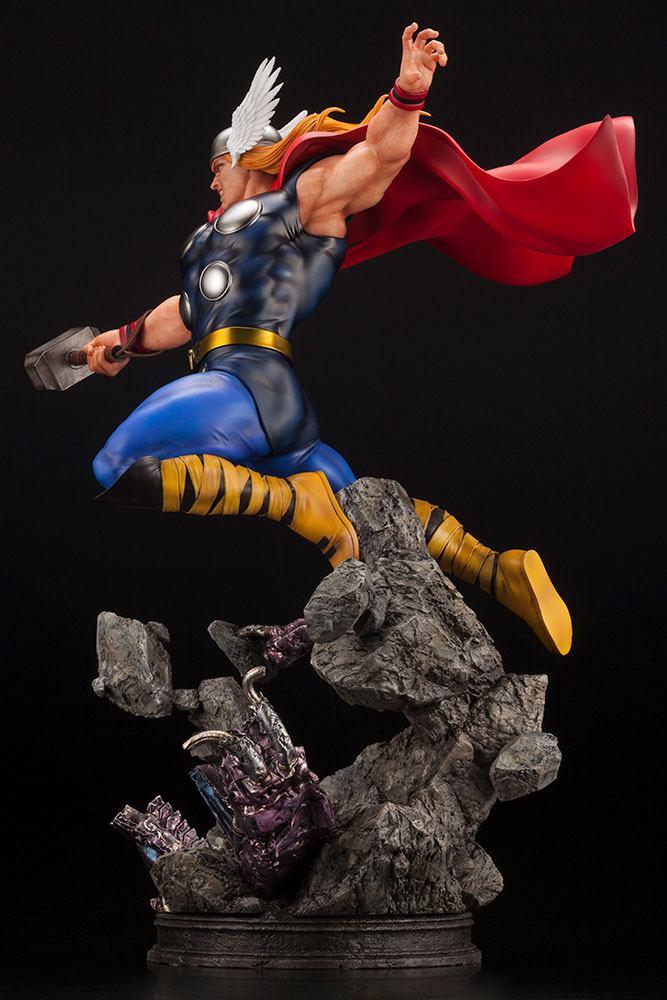 Statuette Marvel Avengers Fine Art Thor 44cm 1001 Figurines (5)