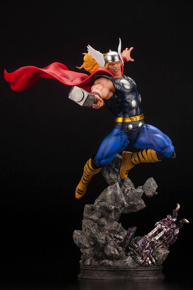 Statuette Marvel Avengers Fine Art Thor 44cm 1001 Figurines (8)
