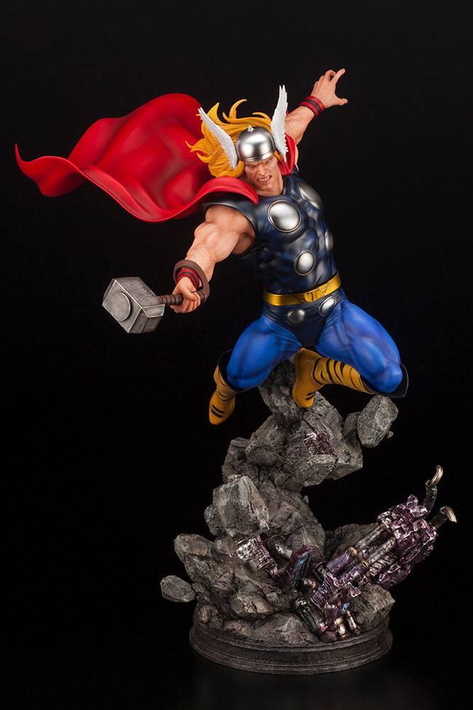Statuette Marvel Avengers Fine Art Thor 44cm 1001 Figurines (10)