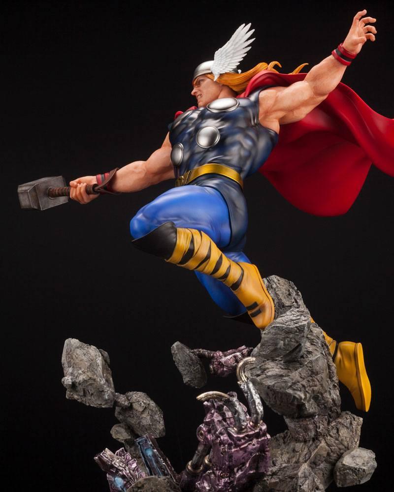 Statuette Marvel Avengers Fine Art Thor 44cm 1001 Figurines (15)